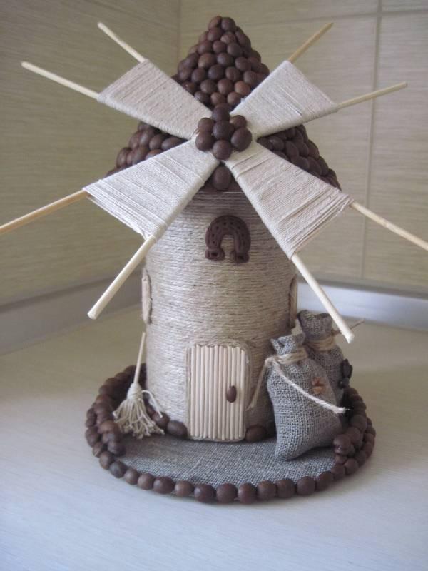Мельница из кофейных зерен и шпагата своими руками фото
